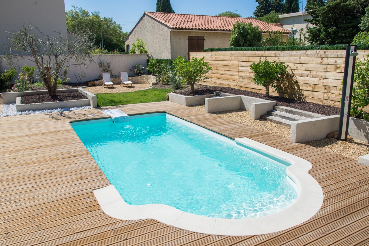 Vente et installation de piscines pr t plonger for Piscine coque pose comprise