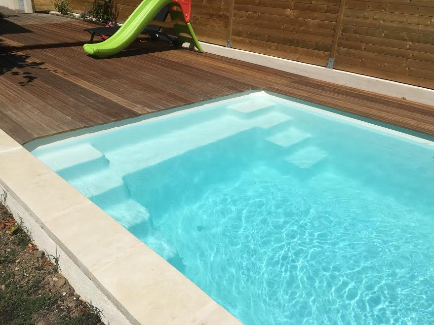 Vente et pose d 39 une piscine coque polyester 6x3 avec for Piscine provence polyester