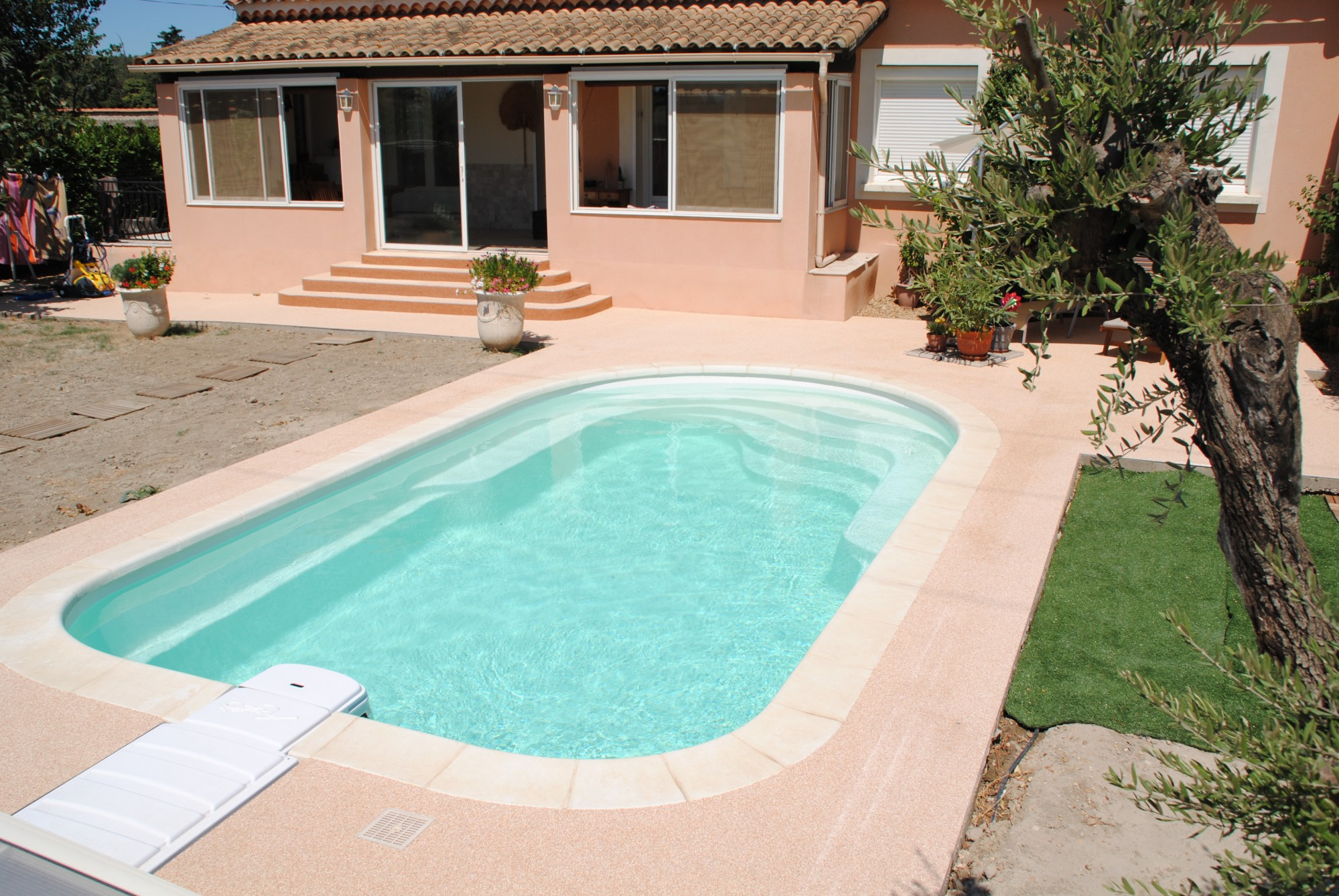 Prix d 39 une piscine polyester 7x4 pose comprise sur for Piscine coque pose comprise